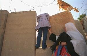 فصل جدار الفصل العنصري بعض المدارس عن الأحياء السكنية