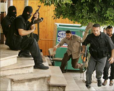 حصار غزة | ما أسباب سيطرة حماس على غزة عام 2007؟