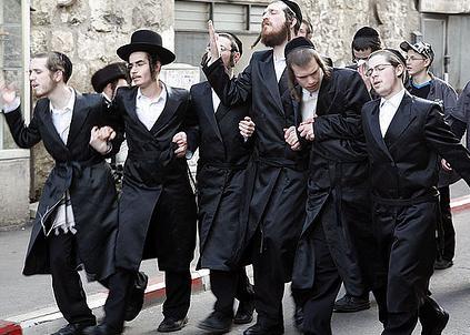 لا يوجد مشكلة مع اليهود ولكن المشكلة مع الصهاينة الذين احتلوا الأرض وقتلوا الشعب