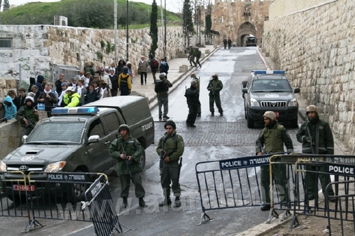 msjed_aqsa_surrounded_by_israeli_police